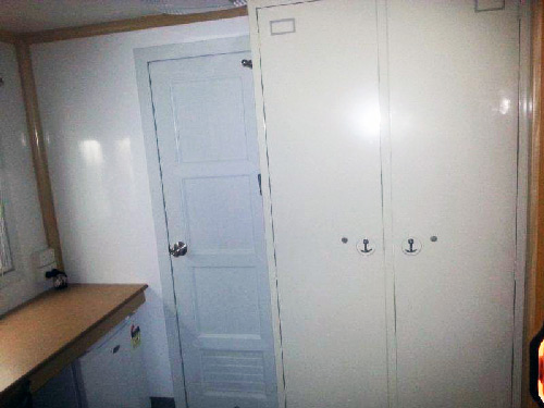 wardrobes-mobile-accommodation-4x4